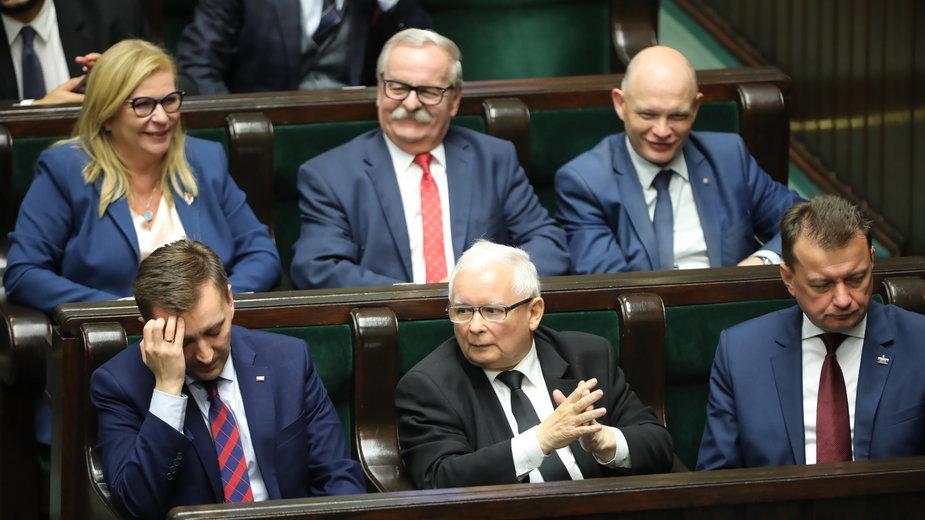 Jarosław Kaczyński, Mariusz Błaszczak, Małgorzata Gosiewska podczas ostatniego posiedzenia Sejmu