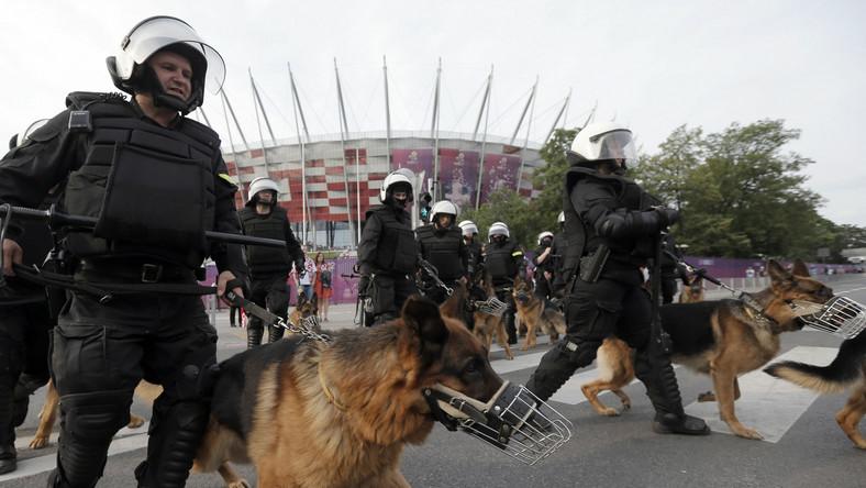 Policja przed Stadionem Narodowym