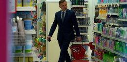 Prezydent elekt z obstawą w drogerii