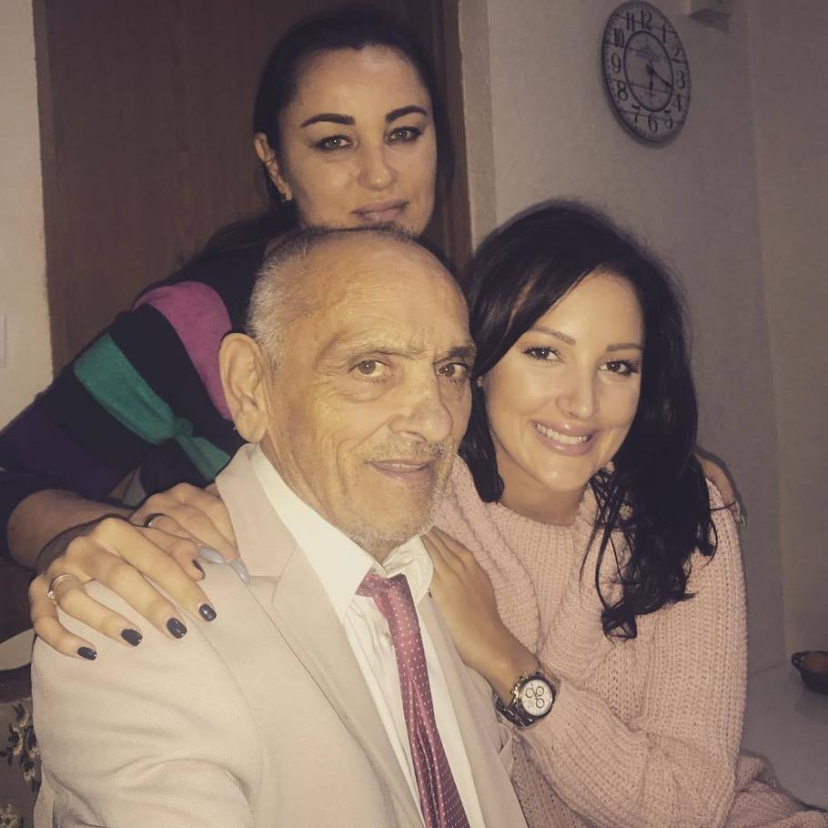 Aleksandra Prijović sa majkom i dedom