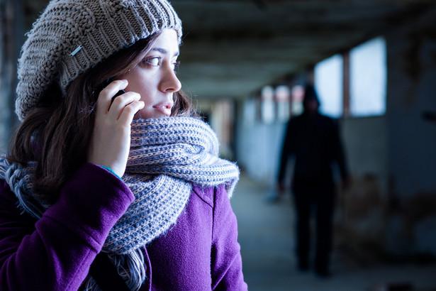 Osoby nękane niechcianymi telefonami, e-mailami lub wizytami w domu mają prawo się przed tym bronić