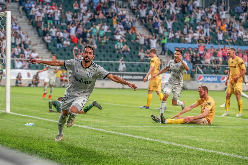 Zwycięzca dwumeczu wystąpi w III rundzie eliminacji Champions League.