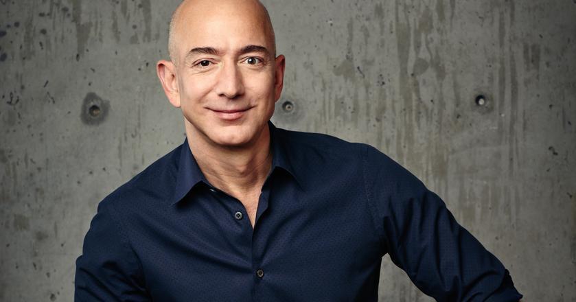 Jeff Bezos, najbardziej kojarzony jako twórca Amazona, stworzył firmę kosmiczną Blue Origin w 2000 roku