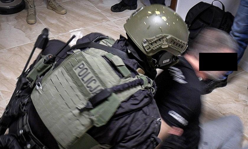 CBŚP zatrzymało kilkanaście osób związanych z gangiem pseudokibiców.