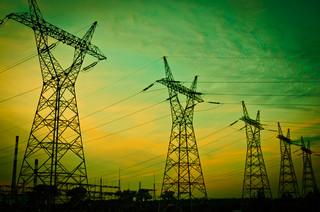 Służebność przesyłu na łasce TK. Operatorzy zapłacą właścicielom działek za przewody energetyczne?