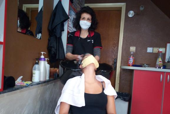 Maske obavezne za vreme friziranja