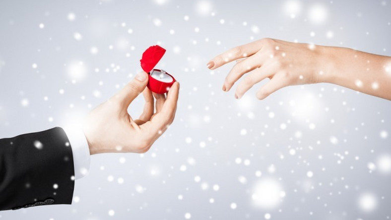 Man mistakenly proposes to lover he intended to break up with