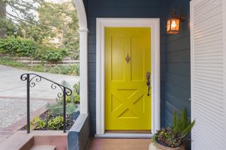 Wymiana drzwi w domu wpłynie na wartość zabytkową całej ulicy