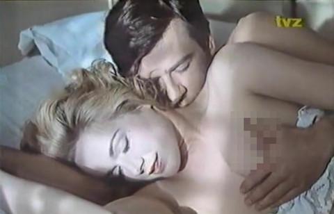 PROŠLO JE 30 GODINA, a njene scene seksa sa Žarkom Lauševićem se i dalje pamte: Evo kako danas izgleda glumica iz filma OFICIR SA RUŽOM!