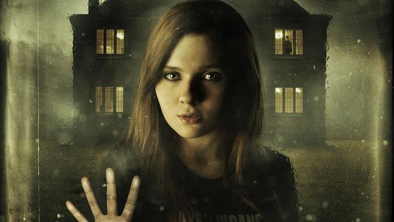 "Abigail Breslin na plakacie filmu ""Haunter"""