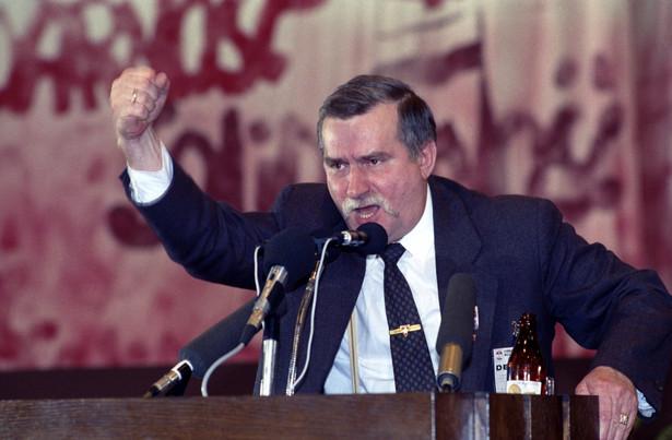 Na zdjęciu z kwietnia 1990 roku wystąpienie Lecha Wałęsy ponownie wybranego na przewodniczącego Związku, podczas II Krajowego Zjazdu Delegatów NSZZ Solidarność