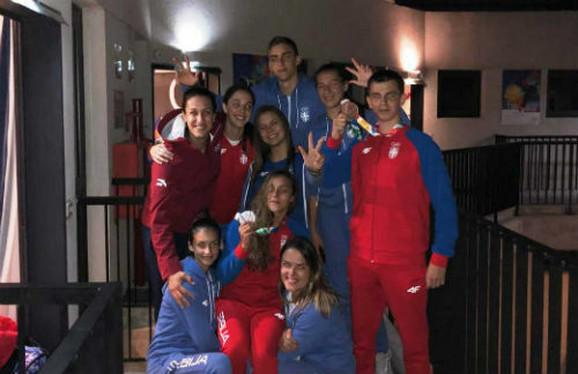 Andrea Lekić sa našim mladim sportistima u Argentini