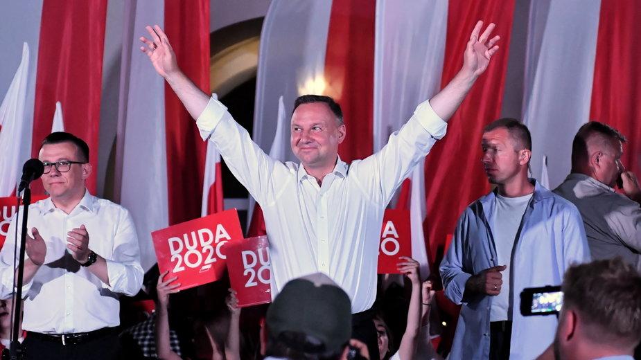 Prezydent Andrzej Duda podczas finału kampanii wyborczej na Rynku w Zamościu