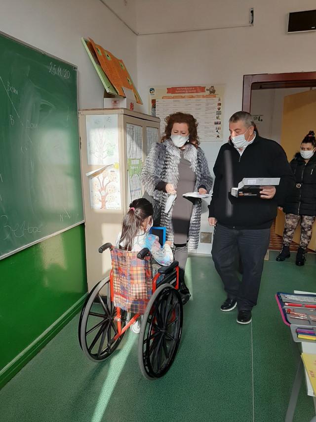 Učenica Zenja Asanovic je na poklon dobila kolica a sada i tablet kako bi lakše pohađala nastavu