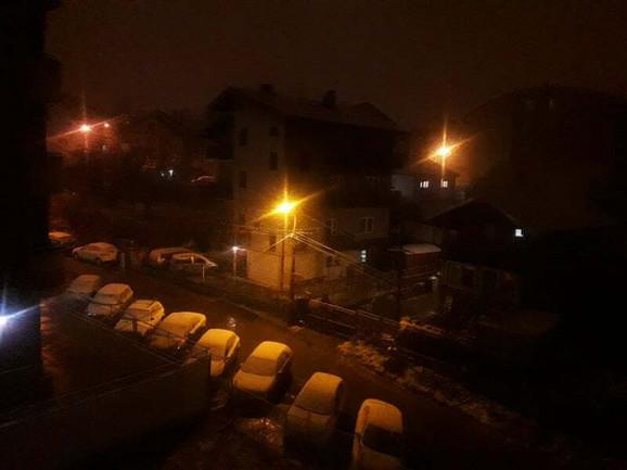 Sneg se u pojedinim delovima Beograda zadržava, ali nije sigurno da će tako i ostati u narednih nekoliko sati