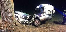 Śmiertelny wypadek. Auto roztrzaskało się na drzewie