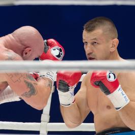 Wrócił Tomasz Adamek w najlepszym wydaniu, Przemysław Saleta musiał się poddać