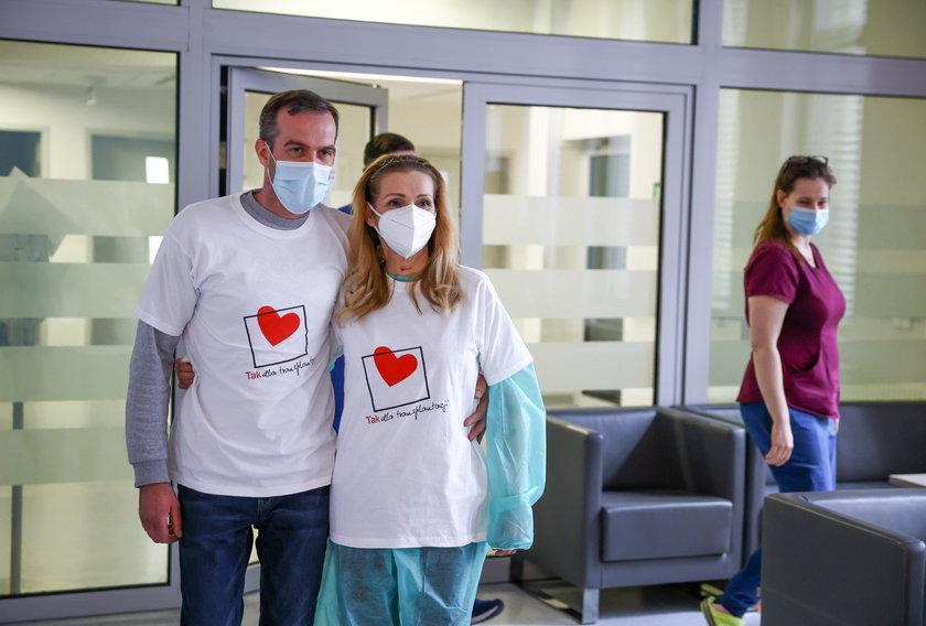 Szczęśliwa pacjentka Iza Prohas po 2,5 miesiącach walki o życie w szpitalach dziś wraca do domu