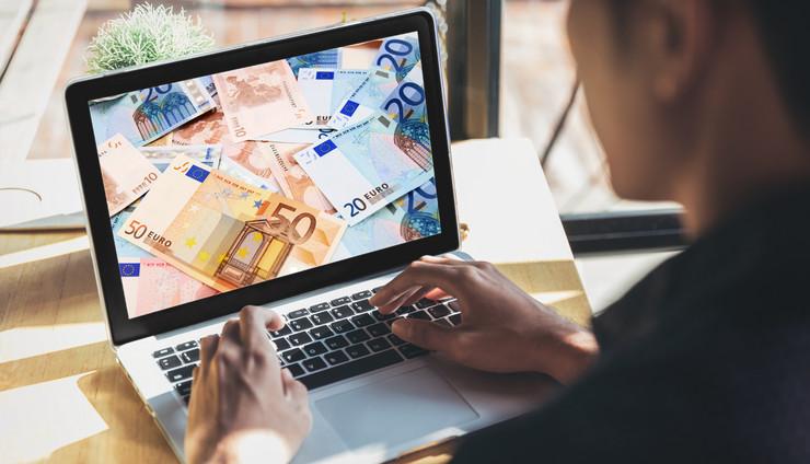 kompjuter evro kombo v2 RAS SHutterstock