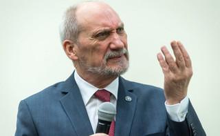 Macierewicz tuż przed dymisją zdążył jeszcze przyznać nagrody. MON wydało 81 tys. zł