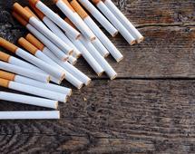 """Rząd nie chce, by akcyza z papierosów """"przeciekała"""""""