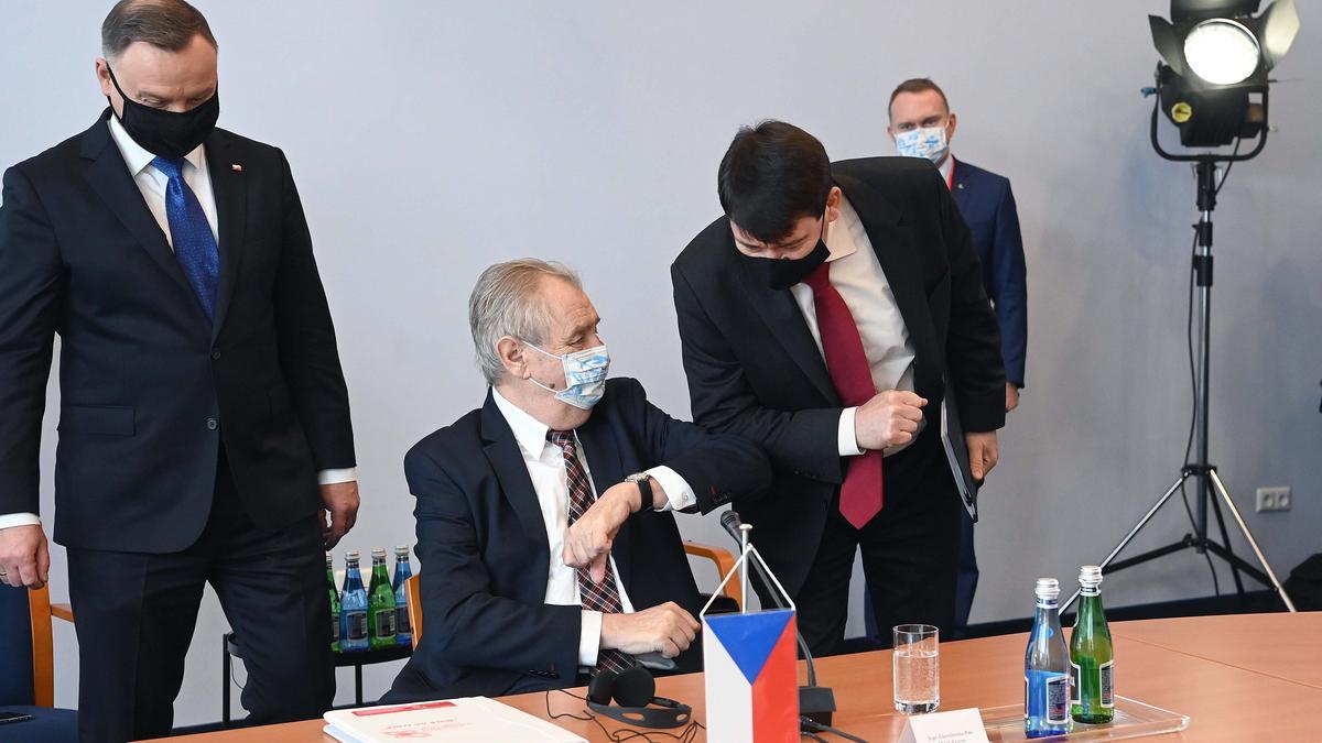 Kerekesszékbe kényszerült a cseh államfő