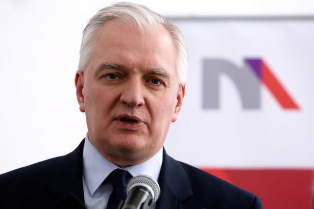Jarosław Gowin podczas konferencji prasowej w Warszawie.