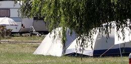Drzewo spadło na namiot, gdy wczasowicze spali