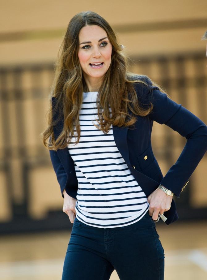 Recimo Kejt. Pogledajte kako ona nosi običnu breton majicu. Kejt, doduše, nije dizajnerka, ali mogla bi i to da bude u pauzama kad nije princeza