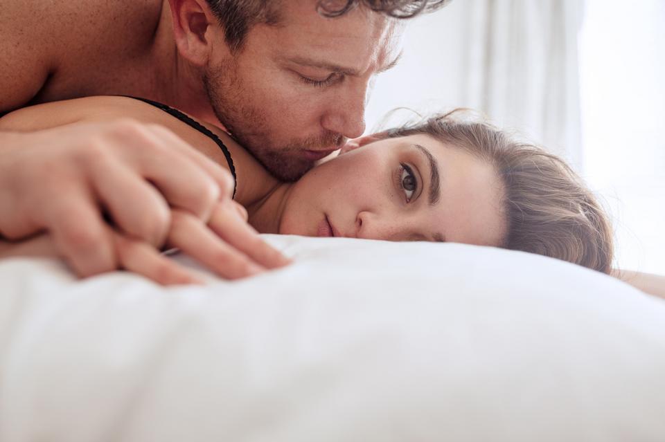 Mów, jeśli coś ci się nie podoba. Uświadom partnera i pomóż sobie czerpać pełną satysfakcję z seksu