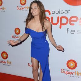 Natalia Szroeder w odważnej (ale pięknej) sukience na Polsat SuperHit Festiwal