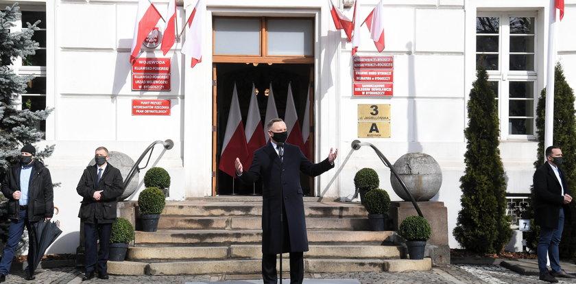 """Andrzej Duda wygwizdany w Bydgoszczy. Chcieli """"by siedział"""", więc im odpowiedział"""