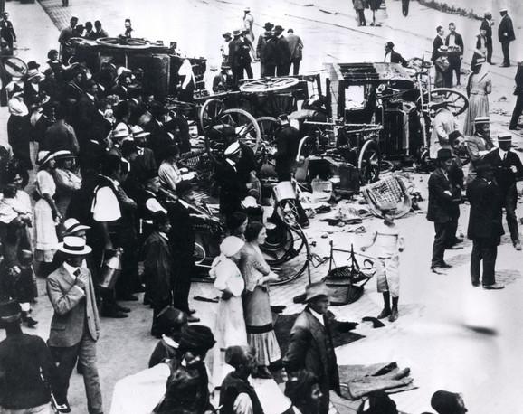 Masa ljudi se okupila da vidi šta se desilo. Nisu ni sanjali da su upravo prisustvovali događaju koji će dovesti do početka Prvog svetskog rata