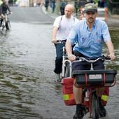 STIGLA VAM JE POŠTA Kroz poplave i mećave - za ove POŠTARE ne postoje prepreke (VIDEO)