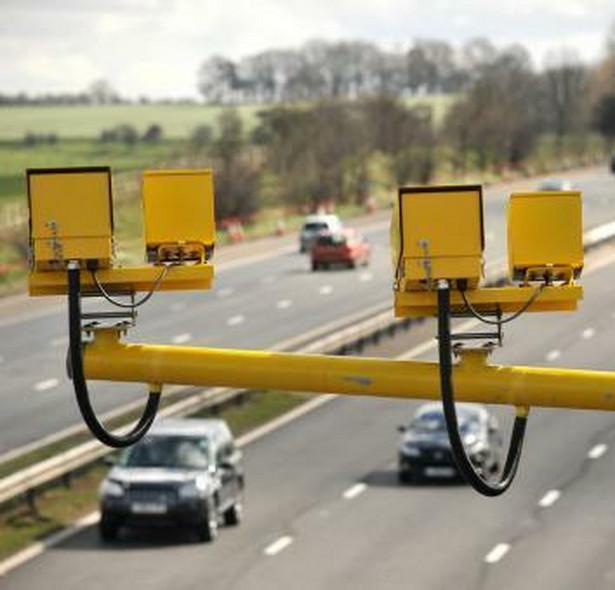 Spośród wszystkich 350 fotoradarów, jakimi obecnie dysponuje Główny Inspektorat Transportu Drogowego (GITD), aż 262 znajdują się na obszarze zabudowanym, na którym obowiązuje limit 50 km/h.