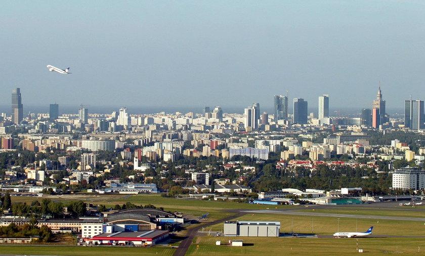 Samolot nad Warszawą