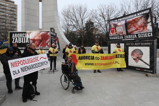 Przeciwnicy aborcji przed Sejmem