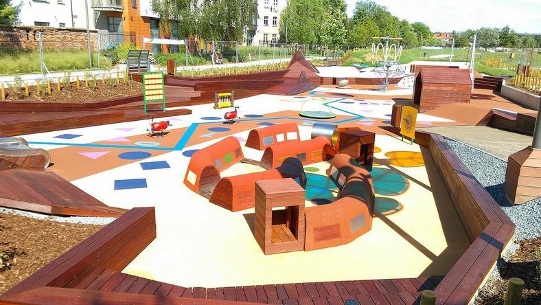 Innowacyjny plac zabaw to moc atrakcji dla dzieci, również tych najmłodszych do 3 roku życia