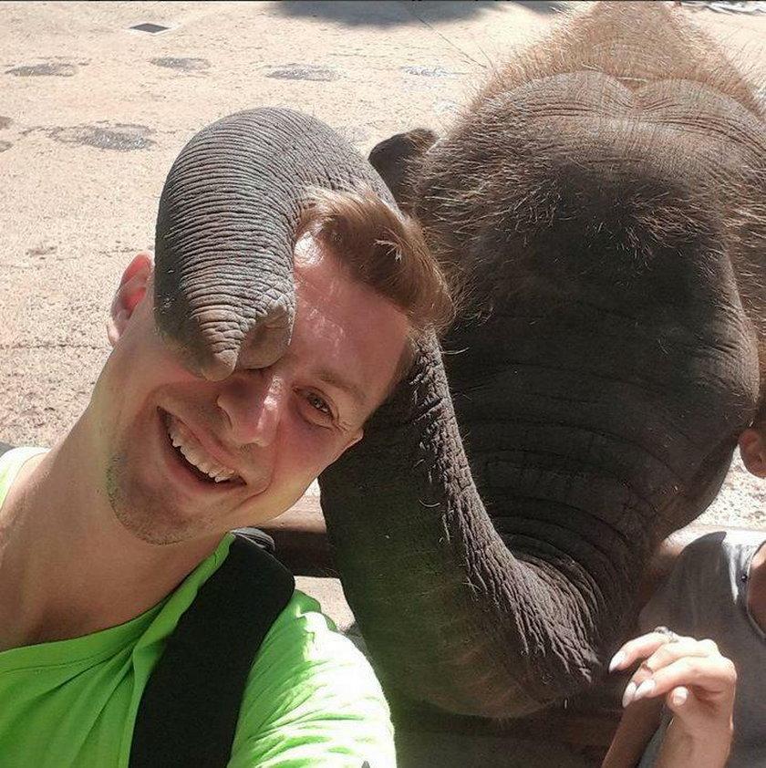 Polski siatkarz bawi się z rodziną na wakacjach w Indonezji