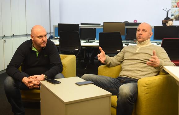 Igor Butulija u društvu urednika sportske redakcije