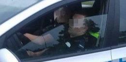 Gostyńscy policjanci spali na służbie. Zrobili im zdjęcia