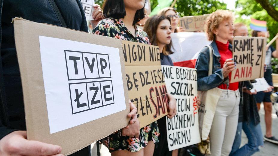 Protest przeciwko TVP w związku z materiałem o Annie Strzałkowskiej