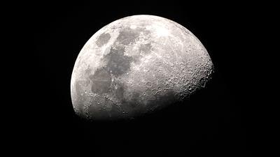 NASA po raz pierwszy umieści ładunki po ciemnej stronie Księżyca