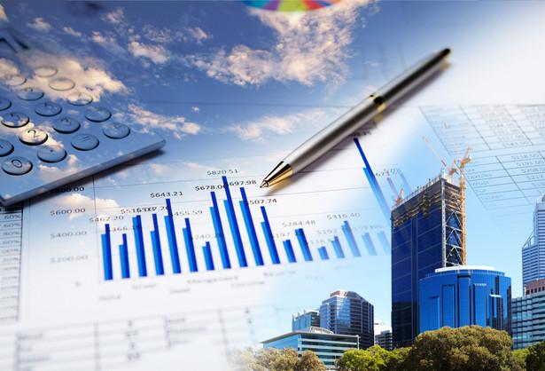 Rolę liderów na światowych rynkach akcji przyjęły na siebie sektory surowcowe i finansowe, które postrzega się, jako bezpośrednio skorelowane z luźną polityką Rezerwy Federalnej i wyceną dolara.
