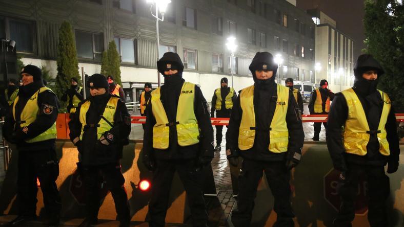 Kordon policji przed Sejmem  RP
