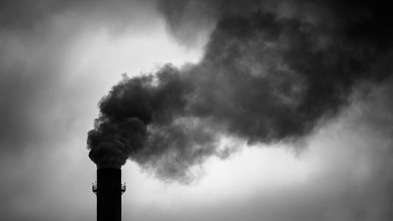 W czwartek znaczne przekroczenie dopuszczalnego poziomu zanieszczyszczenia pyłu PM10