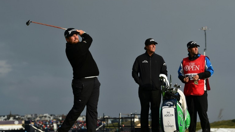Lowry charged into the early British Open lead