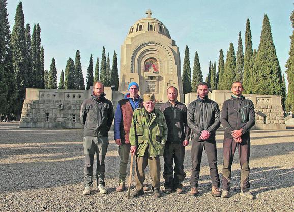 Na krfu odali počast precima: Ekspedicija sa čuvarima groblja srpskih ratnika