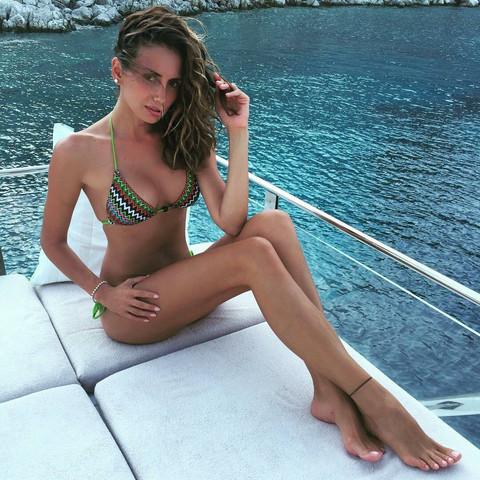 ZASENILA MNOGE KOLEGINICE! Emina Jahović pokazala seksi liniju! FOTO