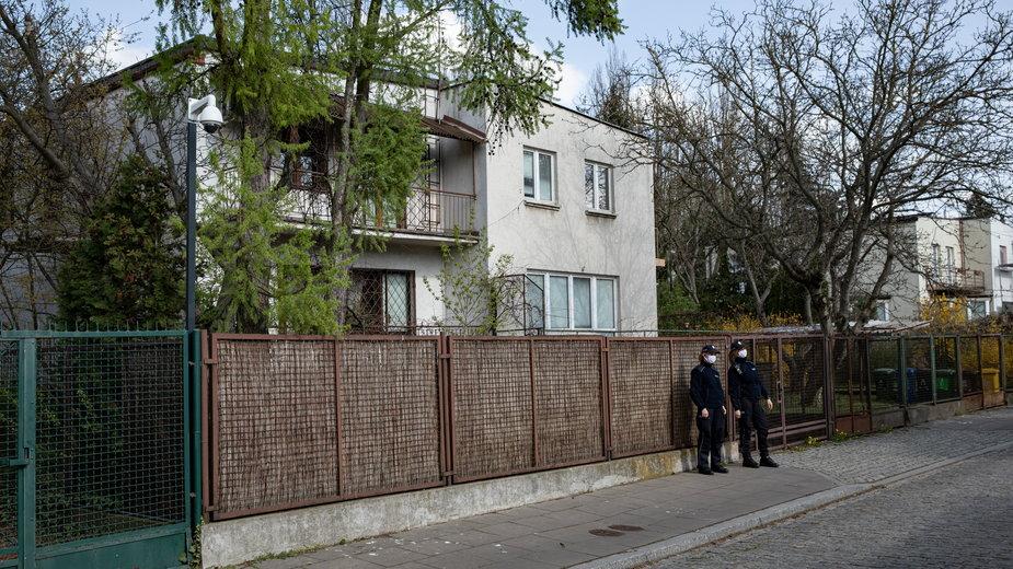 Patrol policji w okolicy willi Jarosława Kaczyńskiego na Żoliborzu